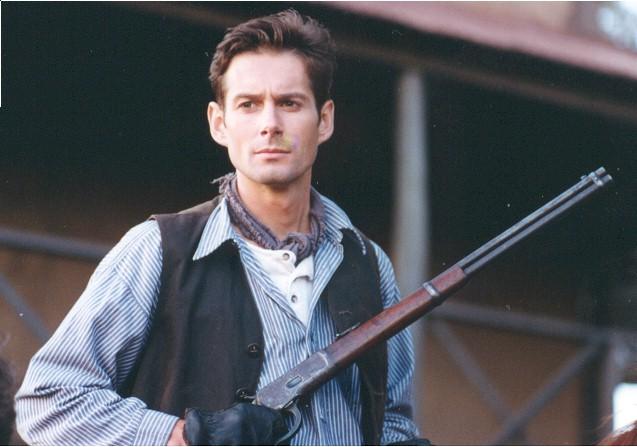 مردی از رودخانه برفی